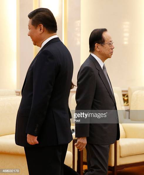 Chinese President Xi Jinping with Former Japanese Prime Minister Yasuo Fukuda Chairman of the Boao Forum for Asia after the shaking hands at the...