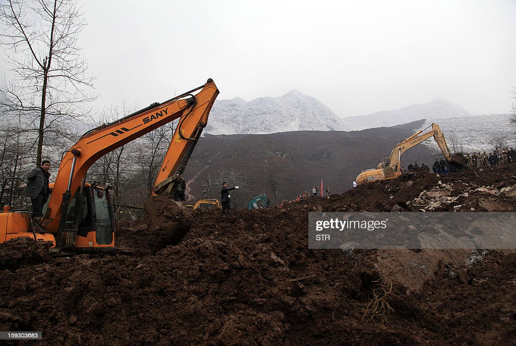 A Chinese rescue workers search for buried residents in a disaster-hit area in Gaopo village, southwest China's Yunnan province on January 11, 2013. A landslide killed at least 36 people including seven from a single family when it smashed into the village on January 11, state-run media said. CHINA