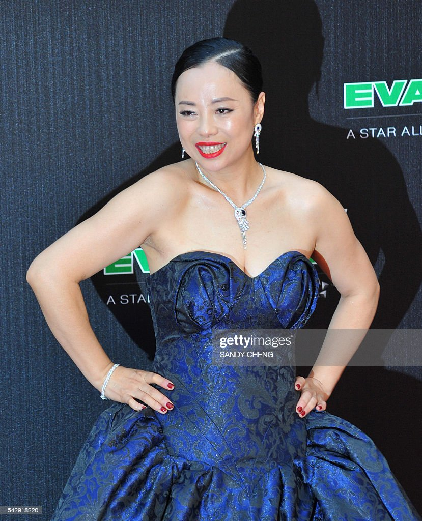 Chinese singer Susan Huang arrives to attend the 27th Golden Melody Awards in Taipei on June 25, 2016. Some of Mandarin pop's biggest names have gathered for the annual Golden Melody music awards, with singers, songwriters and composers from Taiwan, China, Hong Kong, Singapore and Malaysia competing in more than 20 categories. / AFP / SANDY