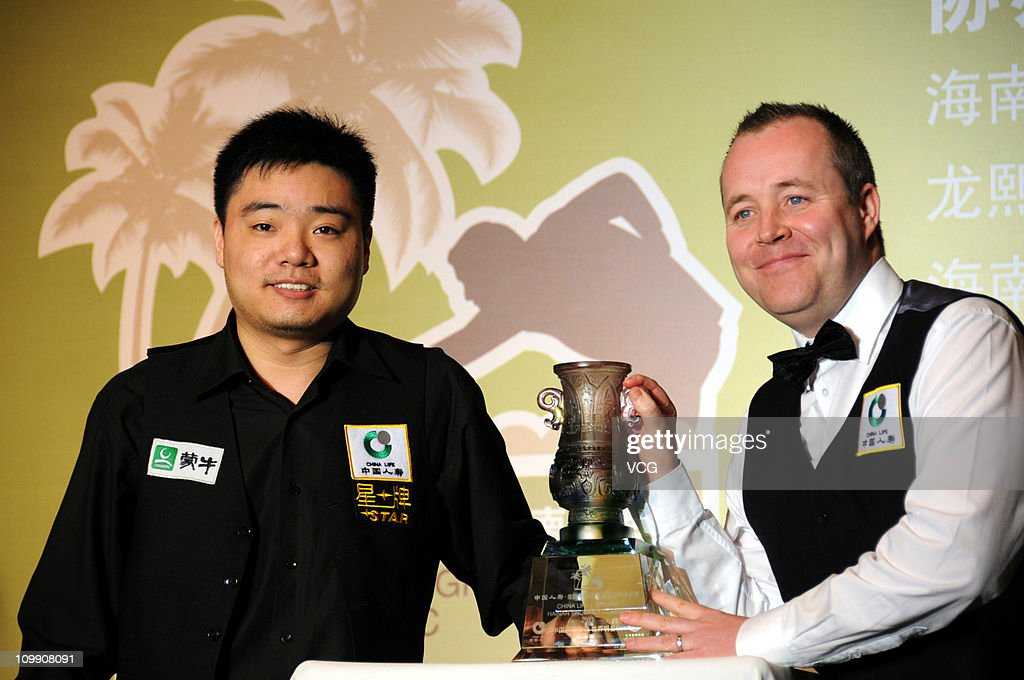 Chinese snooker player Ding Junhui and Scottish professional snooker player John Higgins attend a press conference before the Chinalife Xingpai...