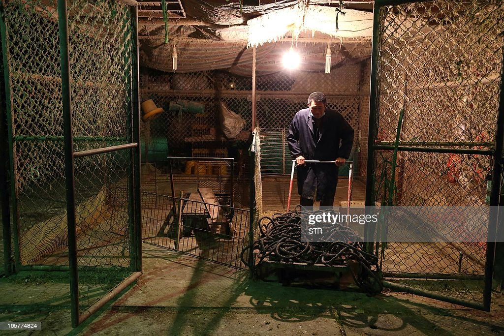A Chinese vendor cleans an empty poultry cage at the Huhuai wholesale agricultural market in Shanghai on April 6, 2013, a day after a total of 20,536 chickens, ducks, geese and pigeons had been slaughtered. Shanghai ordered all live poultry markets in the city closed after culling more than 20,000 birds to curb the spread of the H7N9 flu virus, which has killed six people in China. CHINA
