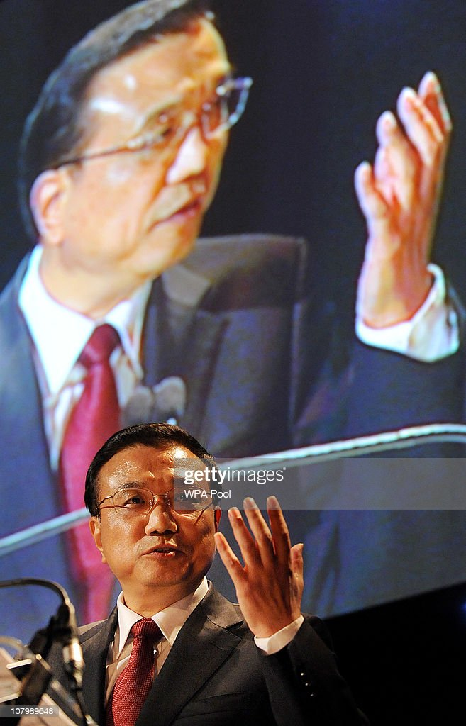Chinese Vice Premier <a gi-track='captionPersonalityLinkClicked' href=/galleries/search?phrase=Li+Keqiang&family=editorial&specificpeople=2481781 ng-click='$event.stopPropagation()'>Li Keqiang</a> delivers a speech during the China-Britain British Council Banquet at the Royal Courts of Justice on January 11, 2011 in London. Britain and China signed trade deals worth 2.6 billion GBP and it was also announced Beijing will loan a pair of giant pandas to Edinburgh Zoo for 10 years.