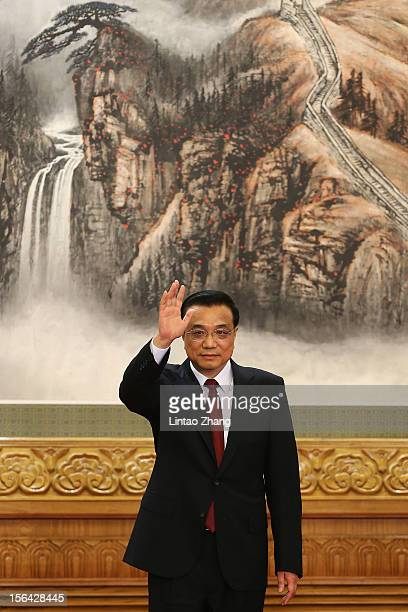 Chinese Vice Premier Li Keqiang one of the members of new sevenseat Politburo Standing Committee greets the media after Xi Jimping was appointed the...