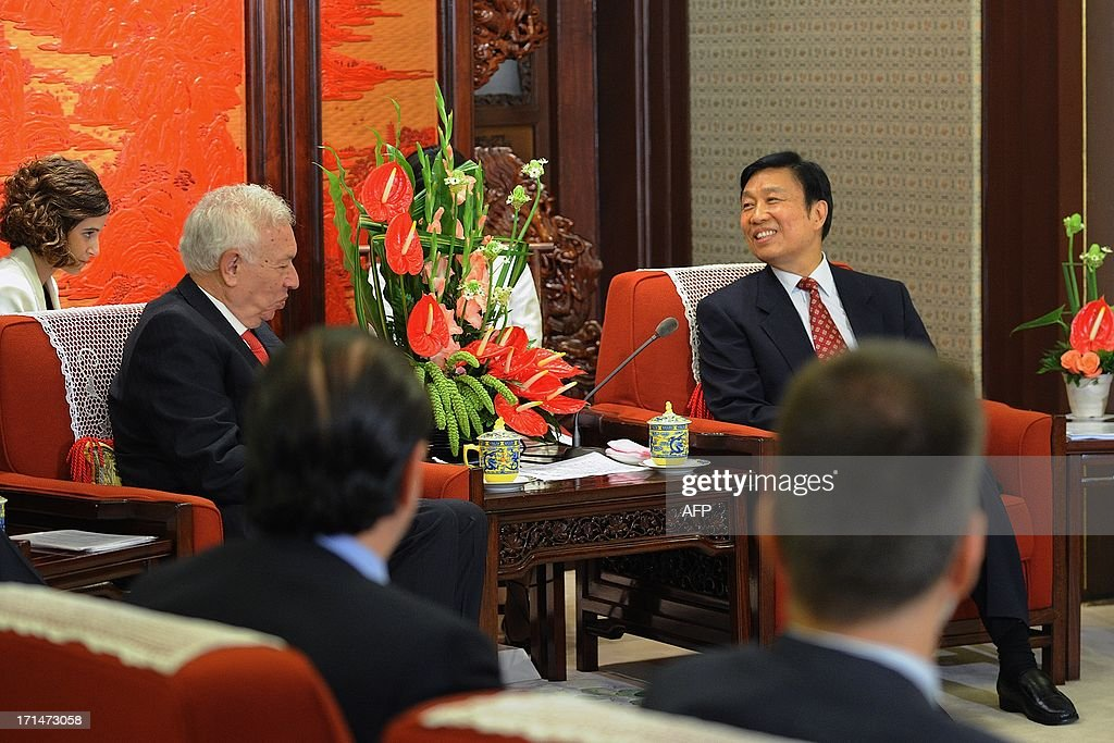 Chinese Vice President Li Yuanchao (R) meets with Spain's Foreign Minister Jose Manuel Garcia-Margallo (L) at Zhongnanhai government compound in Beijing on June 25, 2013. Garcia-Magallo is on a visit to China from June 25 to 26. AFP PHOTO / POOL / WANG ZHAO