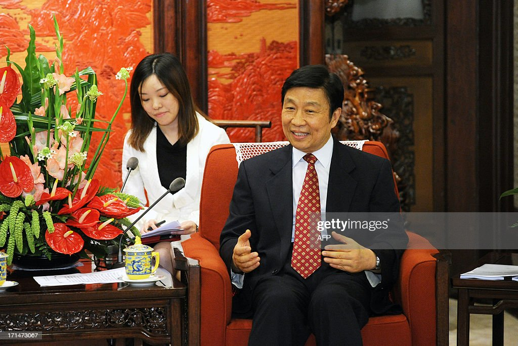 Chinese Vice President Li Yuanchao (R) meets with Spain's Foreign Minister Jose Manuel Garcia-Margallo (not pictured) at Zhongnanhai government compound in Beijing on June 25, 2013. Garcia-Magallo is on a visit to China from June 25 to 26. AFP PHOTO / POOL / WANG ZHAO