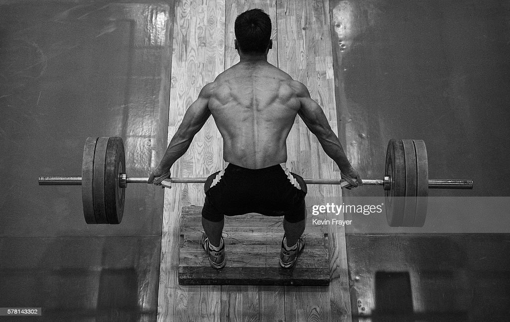 Image result for chinese weightlifting images from rio 2016