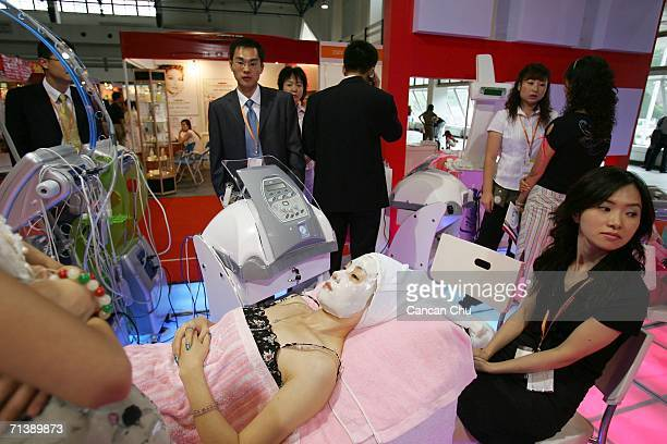 Chinese woman tries a beauty treatment at the 12th China Hairdressing and Beauty Exhibition 2006 on July 7 2006 in Beijing China The beauty industry...