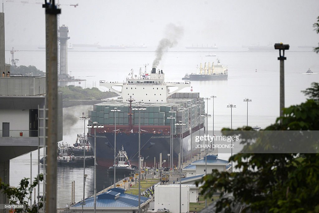 Chinese merchant ship Cosco Shipping Panama is seen before crossing the new Cocoli Locks during a inauguration at the Panama Canal on June 26, 2016. A huge Chinese container ship started making its way through the newly expanded Panama Canal on Sunday in the inaugural trip through the vital waterway. / AFP / JOHAN