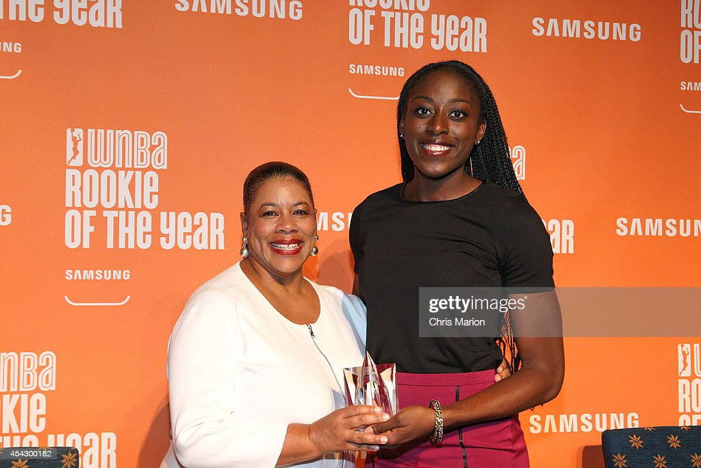Chiney Ogwumike of the Connecticut Sun and WNBA President Laurel J. Richie pose with the 2014 WNBA Rookie Of The Year Award at a press conference on August 28, 2014 at the Mohegan Sun Casino in Uncasville, Connecticut.