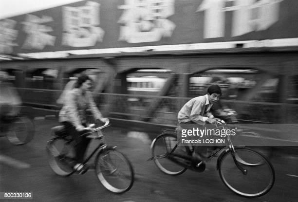 Chinois à vélo à Canton en février 1979 en Chine