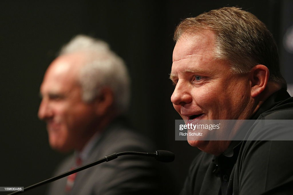 <a gi-track='captionPersonalityLinkClicked' href=/galleries/search?phrase=Chip+Kelly&family=editorial&specificpeople=6161242 ng-click='$event.stopPropagation()'>Chip Kelly</a> (R) is introduced as the new head coach of the Philadelphia Eagles as team owner <a gi-track='captionPersonalityLinkClicked' href=/galleries/search?phrase=Jeffrey+Lurie&family=editorial&specificpeople=221287 ng-click='$event.stopPropagation()'>Jeffrey Lurie</a> looks on during a news conference at the team's NovaCare Complex on January 17, 2013 in Philadelphia, Pennsylvania. The former Oregon coach surprised many after he initially turned down NFL clubs saying he would remain at Oregon.