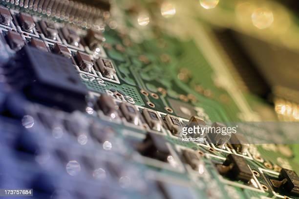 チップ回路とメインボード色