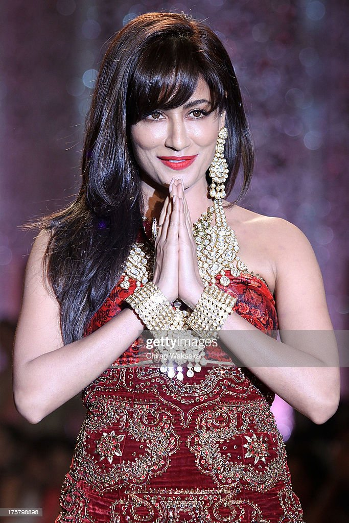 Chitrangada Singh walks the runway at the Grand Finale show on day 5 of India International Jewellery Week 2013 at the Hotel Grand Hyatt on August 8, 2013 in Mumbai, India.