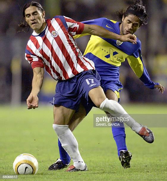 Chivas of Guadalajara's Francisco Palencia vies for the ball with Boca Juniors' Fabian Vargas 14 June 2005 during their Libertadores Cup...
