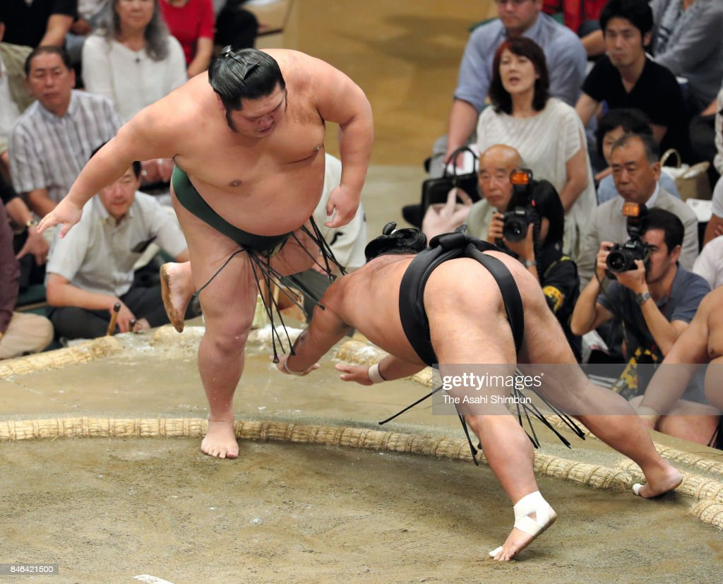 Chiyotairyu (L) throws Shohozan (R) to win during day four of the Grand Sumo Autumn Tournament at Ryogoku Kokugikan on September 13, 2017 in Tokyo, Japan.