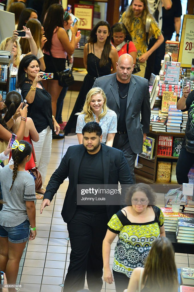 Chloe Grace Moretz walk in among a crowd of fans awaiting for her to signs copies of the book 'If I Stay' at Barnes & Noble Booksellers on August 1, 2014 in Miami, Florida.