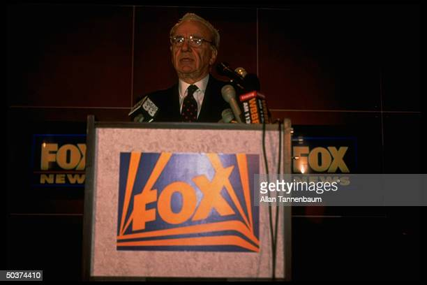 FOX Chmn CoCEO Rupert Murdoch speaking fr podium at news conf