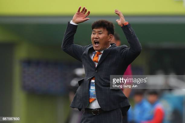 Cho SungHwan head coach of Jeju United FC in action during the AFC Champions League Round of 16 match between Jeju United FC and Urawa Red Diamonds...
