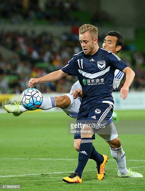 Cho Won Hee of Suwon and Connor Pain of the Victory compete for the ball during the AFC Champions League match between the Melbourne Victory and...