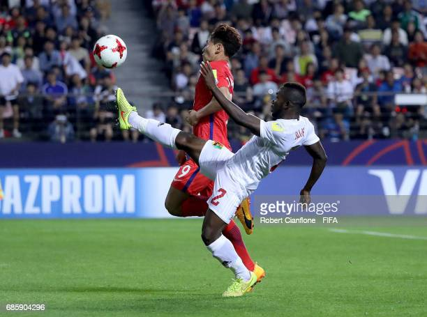 Cho Youngwook of Korea Republic is challenged by Salif Sylla of Guinea during the FIFA U20 World Cup Korea Republic 2017 group A match between Korea...