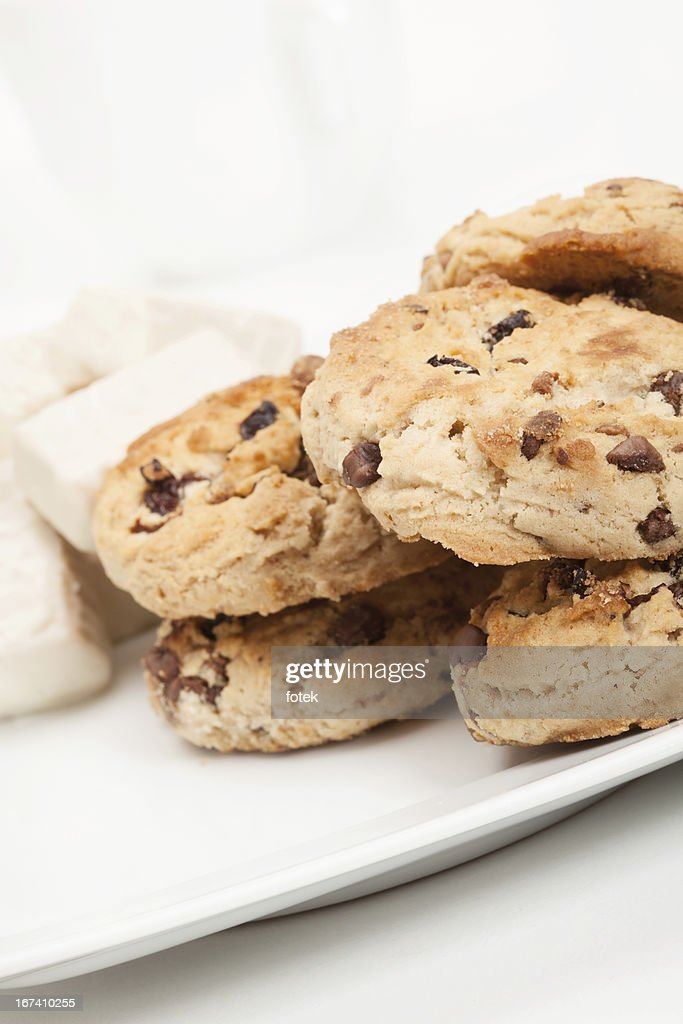 Chocolate chip cookies and candy : Stockfoto