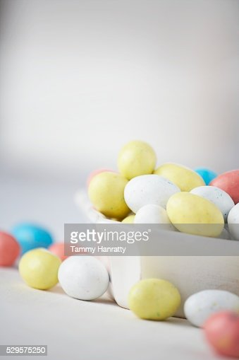 Chocolate Easter Eggs in Bowl : Bildbanksbilder