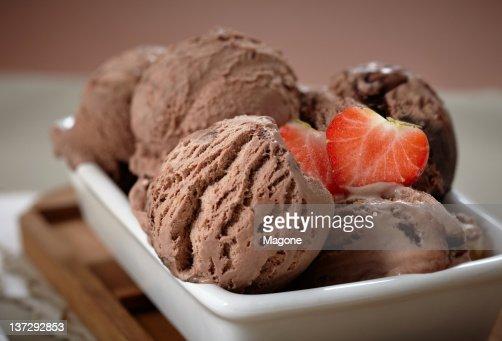 chocolate ice cream : Stock Photo