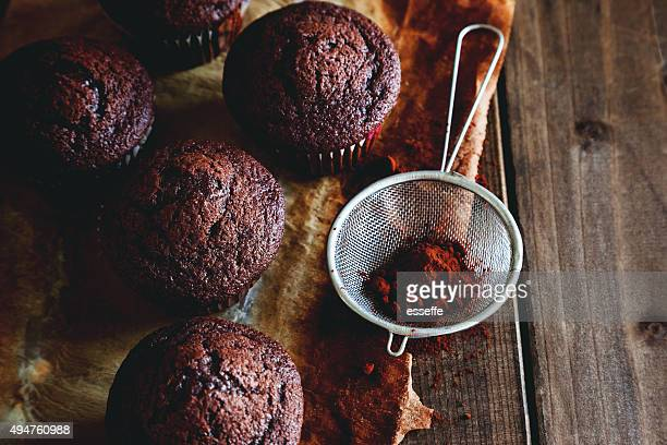 muffin au chocolat sur la table en bois