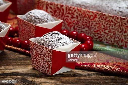 muffins de Chocolate Aspergida de Açúcar em Pó : Foto de stock
