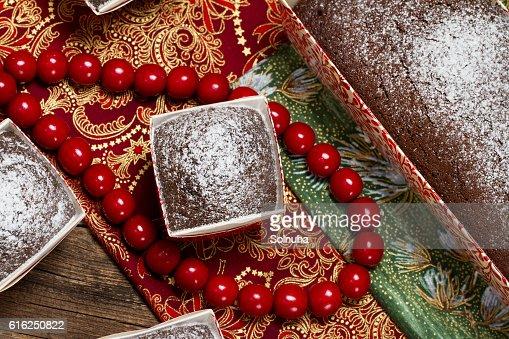 Chocolate bollos espolvoreado con azúcar en polvo : Foto de stock