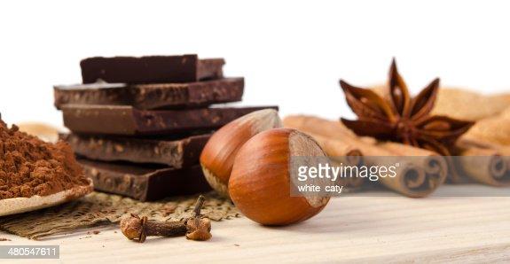 Cioccolato, spezie e frutta secca-dolci : Foto stock