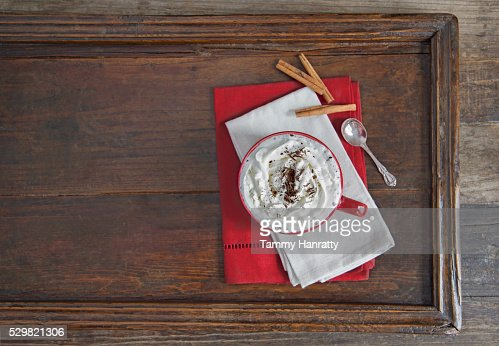 Chocolate with cream on wooden tray : Stock-Foto