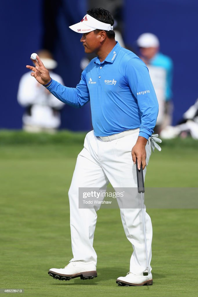 <a gi-track='captionPersonalityLinkClicked' href=/galleries/search?phrase=K.J.+Choi&family=editorial&specificpeople=183372 ng-click='$event.stopPropagation()'>K.J. Choi</a> acknowledges the gallery after a birdie putt on the 18th hole during the final round of the Farmers Insurance Open on Torrey Pines South on January 26, 2014 in La Jolla, California.