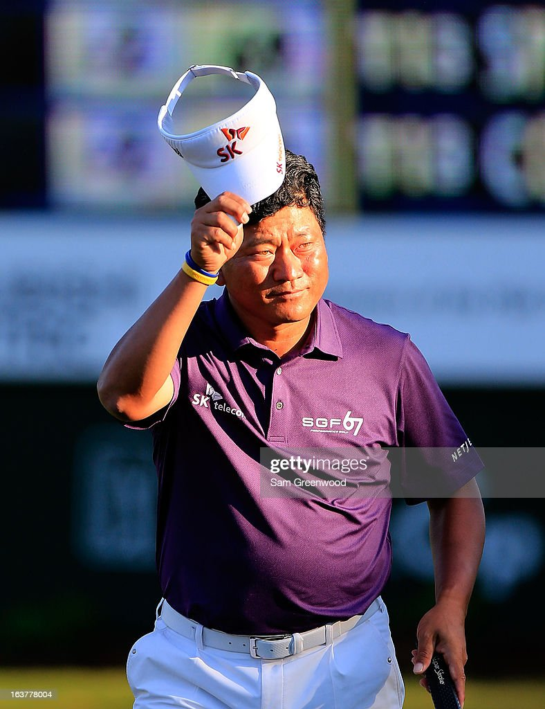 <a gi-track='captionPersonalityLinkClicked' href=/galleries/search?phrase=K.J.+Choi&family=editorial&specificpeople=183372 ng-click='$event.stopPropagation()'>K.J. Choi</a> of South Korea acknowledges the crowd on the 18th hole during the second round of the Tampa Bay Championship at the Innisbrook Resort and Golf Club on March 15, 2013 in Palm Harbor, Florida.