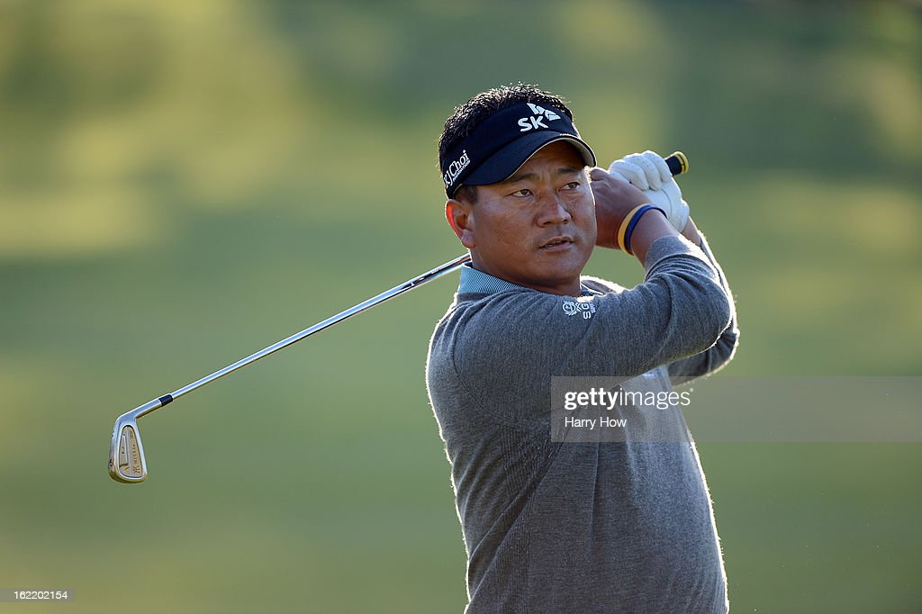 <a gi-track='captionPersonalityLinkClicked' href=/galleries/search?phrase=K.J.+Choi&family=editorial&specificpeople=183372 ng-click='$event.stopPropagation()'>K.J. Choi</a> of South Korea watches his second shot on the second hole during the first round of the Northern Trust Open at the Riviera Country Club on February 14, 2013 in Pacific Palisades, California.