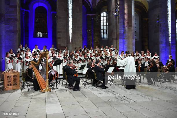 A choir performs during a requiem for former German Chancellor Helmut Kohl at Speyer cathedral on July 1 2017 in Speyer Germany Kohl was chancellor...