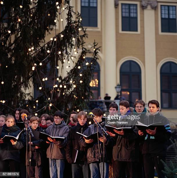 Choir Singing at Schonbrunn Palace