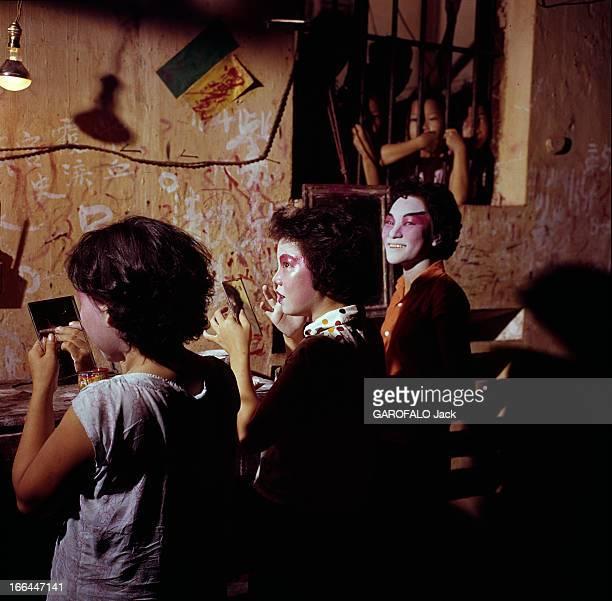 Cholon A Suburb Of Saigon Vietnam Vietnam Saigon et son faubourg Cholon 1961 Une 'Ville chinoise' sur le delta du Mékong Le théâtre chinois est le...