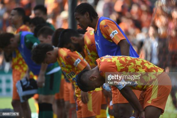 Chong Tese and Shimizu SPulse players bow toward supporters after their 13 defeat in the JLeague J1 match between Shimizu SPulse and Yokohama...