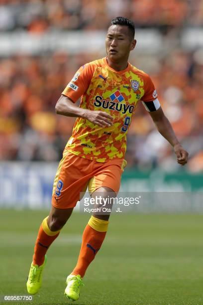 Chong Tese of Shimizu SPulse in action during the JLeague J1 match between Shimizu SPulse and Omiya Ardija at IAI Stadium Nihondaira on April 16 2017...
