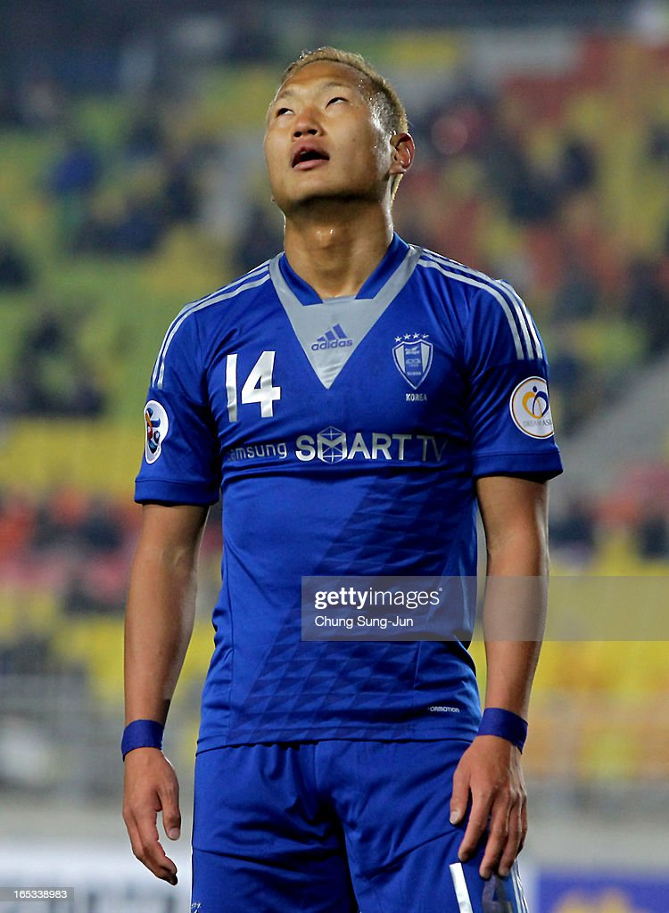 Chong Te-Se of Suwon Bluewings reacts during the AFC Champions League Group H match between Suwon Bluewings and Kashiwa Reysol at Suwon World Cup Stadium on April 3, 2013 in Suwon, South Korea.