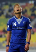 Chong TeSe of Suwon Bluewings reacts during the AFC Champions League Group H match between Suwon Bluewings and Kashiwa Reysol at Suwon World Cup...