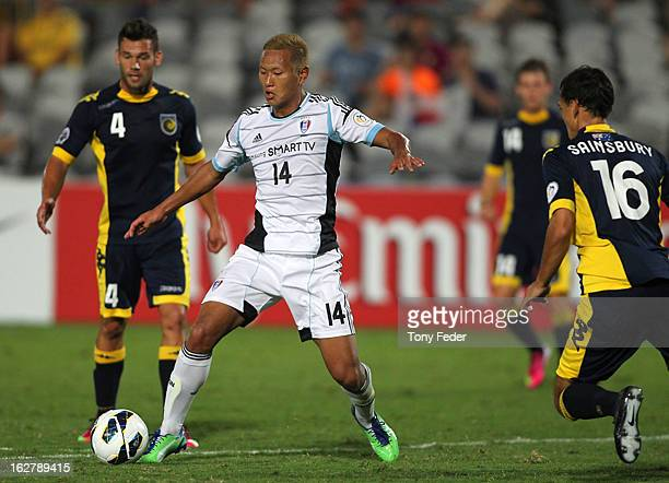 Chong Tese of Suwon controls the ball between Pedj Bojic and Trent Sainsbury of the Central Coast Mariners during the AFC Asian Champions League...