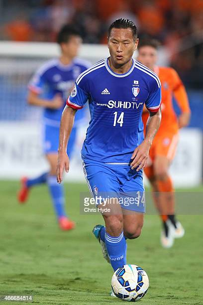 Chong Tese of Suwon runs with the ball during the Asian Champions League match between the Brisbane ROar and Suwon Samsung FC at Cbus Super Stadium...