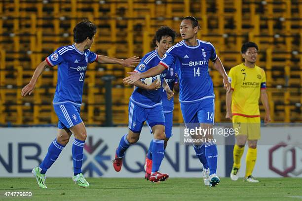 Chong Tese of Suwon Samsung celebrates after the first goal during the AFC Champions League Round of 16 match between Kashiwa Reysol and Suwon...