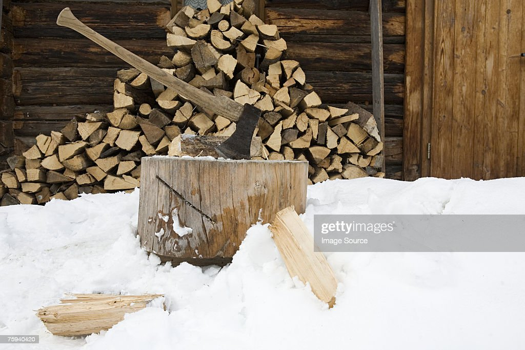 Chopped logs outside cabin : Stock Photo