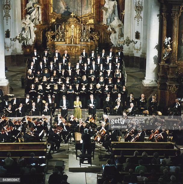 Chor und Symphonieorchester des Bayerischen Rundfunks geben in der Klosterpfarrkirche Mariä Himmelfahrt in Dießen am Ammersee das Oratorium 'Die...