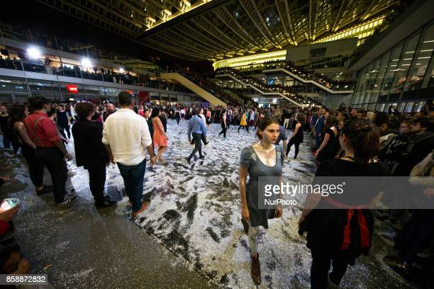 Choreographer and dancer Olivier Dubois invited 300 dancers and 150 amateur musicians to take over the Canopée des Halles for a collective and...
