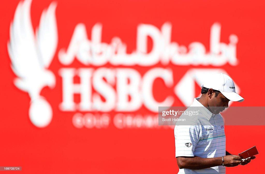 P. Chowrasia of India walks across the 18th green during the third round of the Abu Dhabi HSBC Golf Championship at Abu Dhabi Golf Club on January 19, 2013 in Abu Dhabi, United Arab Emirates.