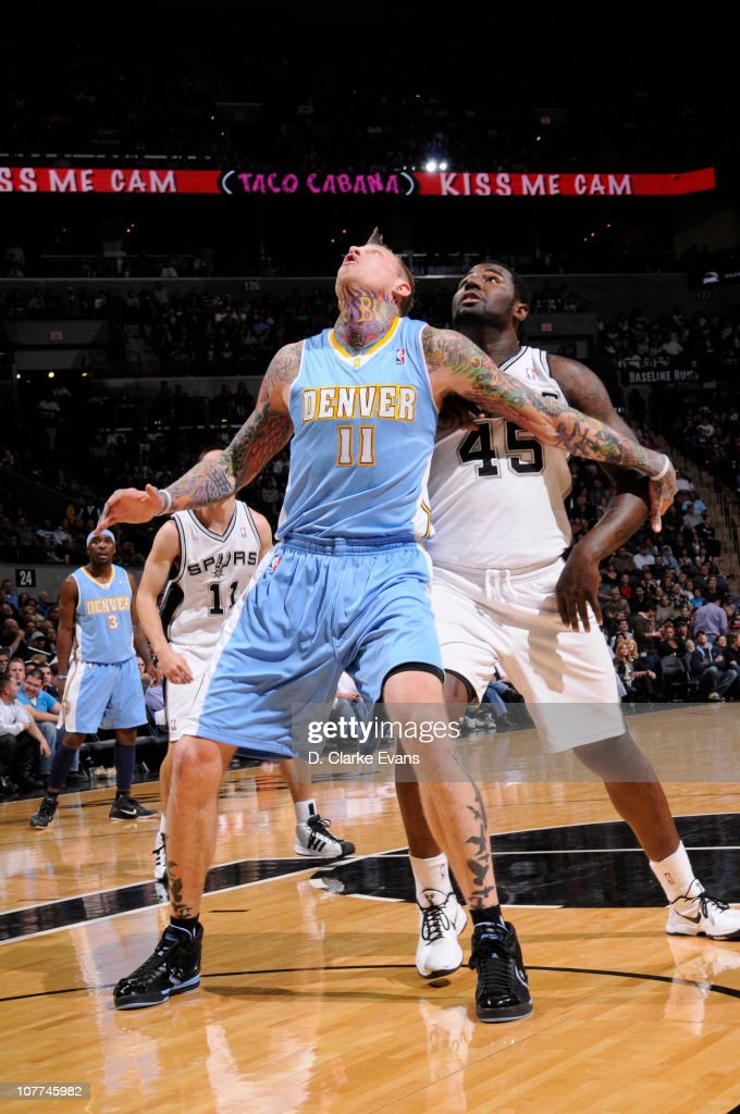 <a gi-track='captionPersonalityLinkClicked' href=/galleries/search?phrase=Chris+Andersen+-+Jogador+de+basquetebol&family=editorial&specificpeople=12319595 ng-click='$event.stopPropagation()'>Chris Andersen</a> #11 of the Denver Nuggets guards <a gi-track='captionPersonalityLinkClicked' href=/galleries/search?phrase=DeJuan+Blair&family=editorial&specificpeople=4649451 ng-click='$event.stopPropagation()'>DeJuan Blair</a> #45 of the San Antonio Spurs during the game on December 22, 2010 at the AT&T Center in San Antonio, Texas.